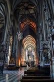 Intérieur d'église catholique Photos stock