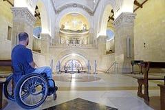 Intérieur d'église de fauteuil roulant Images libres de droits