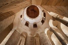 Intérieur d'église de St Donat dans Zadar Photos libres de droits