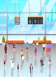 Intérieur d'aéroport avec la foule de Passangers marchant à attendre Hall And Departure Lounge, personnes terminales tenant des v Image libre de droits