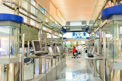 Intérieur d'aéroport de Dubai International Photographie stock libre de droits