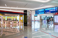 Intérieur d'aéroport de Dubai International Photographie stock