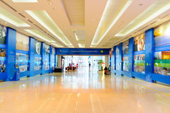 Intérieur d'aéroport de Dubai International Photos stock