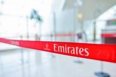 Intérieur d'aéroport de Dubai International, lignes aériennes d'émirats Image stock