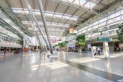 Intérieur d'aéroport de Dusseldorf Photographie stock libre de droits