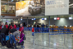 Intérieur d'aéroport international d'Oslo Gardermoen Photos libres de droits