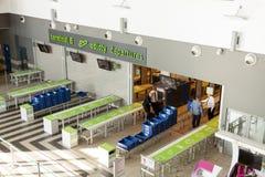 Intérieur d'aéroport international de Katowice - Pyrzowice, Pologne Image stock