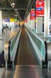 Intérieur d'aéroport Schiphol d'Amsterdam Passagers sur un long ho Photos stock