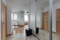 Intérieur d'appartement moderne dans le style scandinave photos libres de droits
