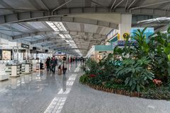 Intérieur d'architecture à l'intérieur d'aéroport international de Dalian Zhoushuizi en Chine Image libre de droits