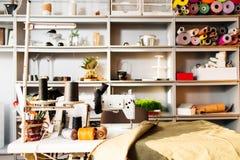 Intérieur d'atelier de couture Photographie stock