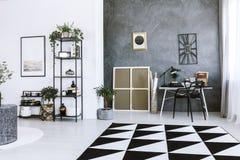 Intérieur d'espace de travail de couleur de contraste Photos libres de droits