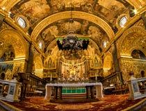 Intérieur d'or fleuri de Co-cathédrale du ` s de St John Valletta, Malte image libre de droits
