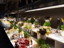 Intérieur d'hôtel, table de buffet, dessert, tout inclus photographie stock