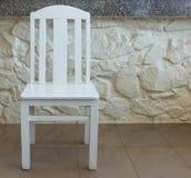 Intérieur d'intérieur de chaise en bois blanche Photos stock