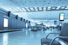 Intérieur d'un aéroport moderne. Image libre de droits