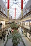 Intérieur d'un centre commercial Images stock