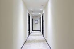 Intérieur d'un couloir d'hôtel photo libre de droits