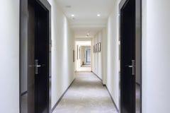 Intérieur d'un couloir d'hôtel photographie stock libre de droits