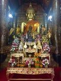 Intérieur d'un temple bouddhiste Images libres de droits