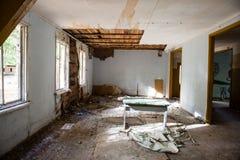 Intérieur d'un vieil hôpital soviétique abandonné Photographie stock libre de droits