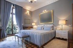 Intérieur d'une chambre à coucher classique de style photos libres de droits