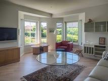 Intérieur d'une maison scandinave, salon photos stock