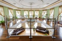Intérieur d'une oreillette à la maison contemporaine de luxe images stock