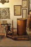 Intérieur d'une pharmacie antique Photos stock