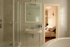 intérieur d'une salle de bains Photographie stock libre de droits
