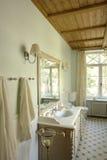 intérieur d'une salle de bains Image libre de droits