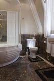 Intérieur d'une salle de bains de luxe photos libres de droits