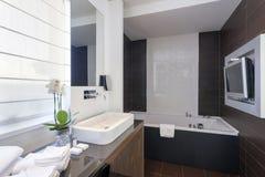 Intérieur d'une salle de bains de luxe photo libre de droits