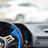 Intérieur d'une voiture pendant un accident de la circulation Image stock