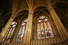 Intérieur dans une cathédrale gothique photo stock