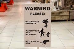 Intérieur de avertissement de signe d'attention de risque au magasin photos libres de droits
