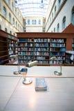 Intérieur de bibliothèque Photographie stock