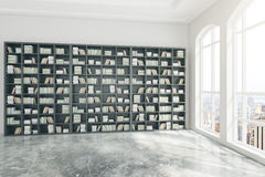 Intérieur de bibliothèque avec la vue de ville Photographie stock libre de droits