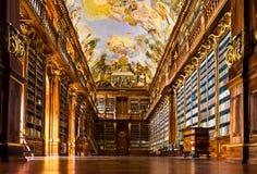 Intérieur de bibliothèque de monastère de Strahov image stock