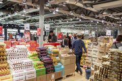 Intérieur de boutique hors taxe à l'International Airp d'Oslo Gardermoen Image stock