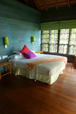 Intérieur de cabane dans un arbre, station de vacances de tourisme d'eco Images libres de droits