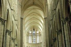 Intérieur de cathédrale du ` s d'Amiens Photos stock