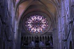 Intérieur de cathédrale du ` s d'Amiens Photos libres de droits