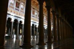 Intérieur de cathédrale papale de Saint Paul en dehors du mur, Rome photographie stock libre de droits