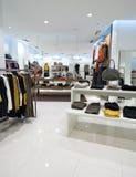 Intérieur de centre commercial Photos stock