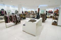 Intérieur de centre commercial images stock