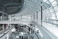 Intérieur de centre commercial chez Marina Bay Sands Photos libres de droits