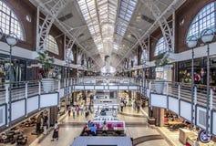 Intérieur de centre commercial de Victoria et d'Albert Waterfront images libres de droits