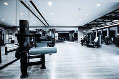 Intérieur de centre de fitness Photographie stock libre de droits