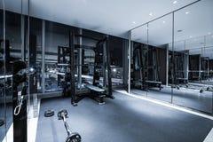 Intérieur de centre de fitness images stock